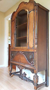 Antique hutch/ cabinet for display or linen
