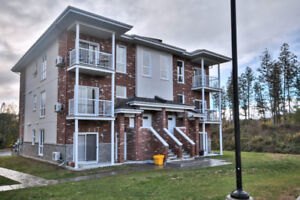 3rd floor condo - Aylmer - 2 bed + den - 2nd parking available