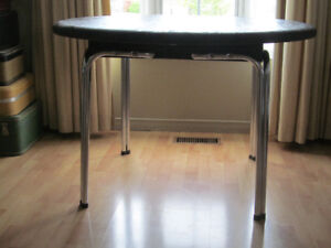 SOLID WOOD TABLE WITH CHROME LEGS