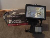 Halogen 120w Floodlight with movement sensor