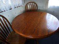 Dining/kitchen round table and chairs
