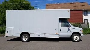2002 Ford EconolineCUBE VAN E450 WITH SHELVES