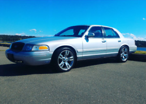 """2003 Ford Crown vic, 4.6 v8, new 20"""" tires"""
