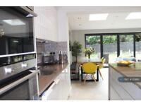 5 bedroom house in Harlech Gardens, Pinner, HA5 (5 bed)
