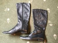 Gorgeous ladies knee high boots size 5