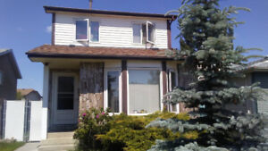 House in West Edmonton has room for rent