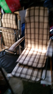 Set of 2 folding lawn chairs.