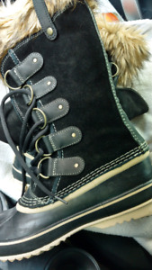 Ladies nect to brand new high boot SORELS size 10
