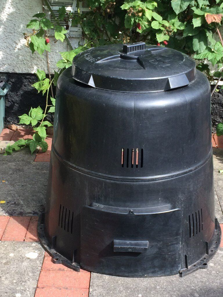 """GARDEN COMPOSTER The Earth Machine Simple to usein Carlton, NottinghamshireGumtree - Great garden composter and in excellent condition with no signs of wear Clean and ready to go Not really used as large garden and use wooden enclosure Unit dimensions when assembled 33"""" diameter by 33"""" high. Features Twist locking pest resistant..."""