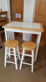 Breakfast Bar Table & Stools - Kitchen