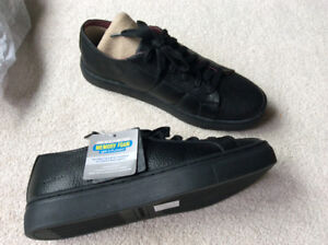 Brand new Sketchers memory foam boys shoes size 6 youth