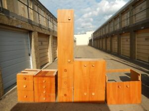 Solid wood  kitchen cabinets 12 in total.Can be delivered.
