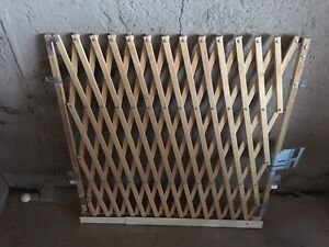 Brand new wooden expandable baby gate