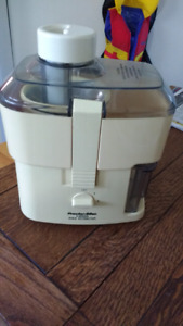 Proctor Silec 2 speed juice extractor $15 takes