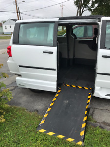 Wheelchair accessible 2016 Dodge Grand Caravan - Side entry