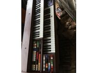 Electric piano good all working condition needs a clean