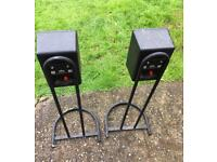 Maudaunt short speakers with stands
