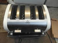 A 4 slice toaster excellent condition