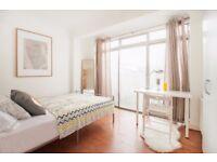 J*/ Last Double Room*Hanger Lane** Garden** Cosy Property