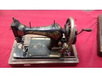 ANTIQUE SINGER SEWING MACHINE 1908 MODEL NO V511 STILL IN WORKING CONDITION AVAILABLE FOR SALE