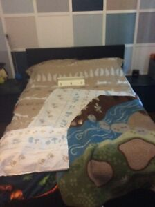 Housse couette simple + tapis + tablette/crochets