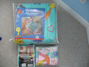 New Twin Size Looney Tunes Comforter, Duvet Cover, & Sheet Set