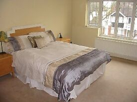 A LARGE VERY WELL PRESENTED 5 DOUBLE BEDROOM AND 1 RECEPTION ROOM HOUSE OFFERED FOR RENTAL FURNISHED