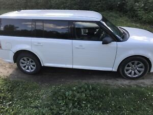2010 White Ford Flex