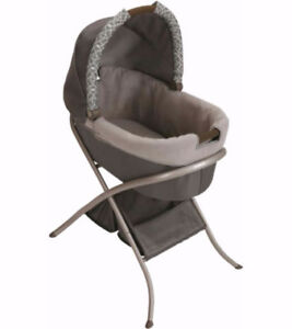 ***MODERN GRACO BASSINET WITH STAND***