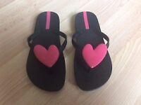Flip flops. Size 4. Good condition.