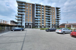 Condo for rent 2 BDRM / 2 BTHS / GARAGE /WEST ISLAND