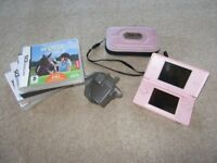 Nintendo DS - Case - 4 Games - Charger