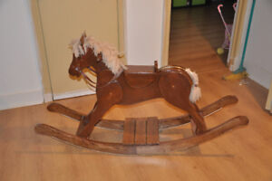 Magnifique cheval à bascule fait par un artisan