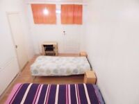 Bed in a twin shared room in a nice house near to the station, all bills included