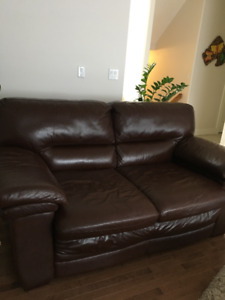 Like New Livingroom set of 2 Brown Leather Couch