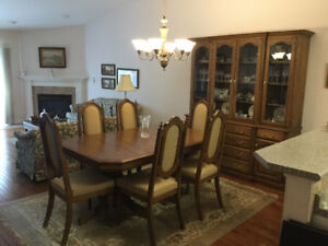 Solid oak dining room table, 8 chairs, buffet & hutch