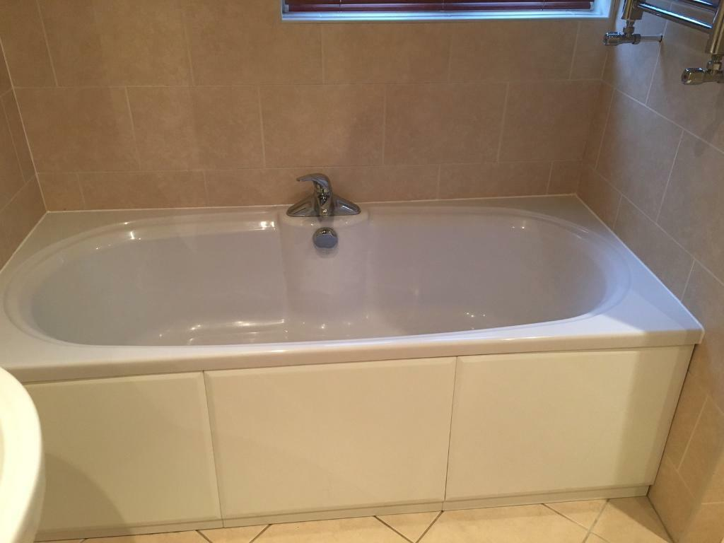 Bathroom suite - bath and sink (with taps and wastes)