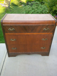 Beautiful Solid Wood veneer 1940's  GUC with no issues