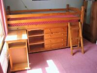 Cabin Bed - Solid Pine - Excellent condition