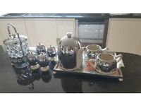 Antique Tea pot set by Everhot in very good condition