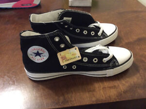 ALL STAR CONVERSE SNEAKERS BRAND NEW $55