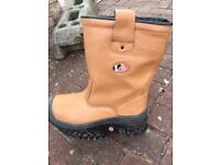 Rigger boots (UK 9)