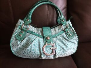 Guess Purse/Hand Bag