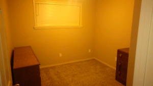 ROOM FOR RENT ASAP $400 Perfect for single person.