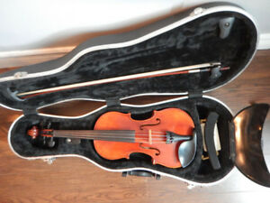 4/4 (Full size) Violin with case and accessories