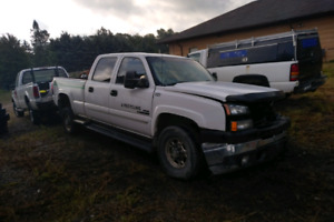 2007 Chev 2500 LT Diesel  6.6 Durmax Parting Out