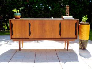 Vintage  mid century Buffet / Credenza