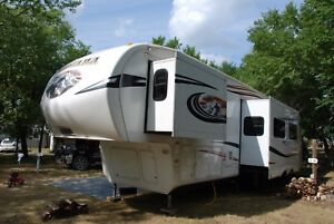 Reduced from $35,900 - 2011 Montana 346 LBQ 5th Wheel