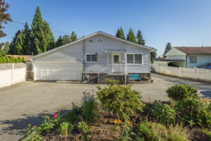 Light and Spacious 3 BR/ 2 Bath House in Great Central location!