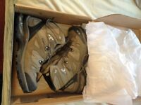 Salomon Comet 3D hiking boots sz 9uk New boxed.Superfeet also !